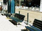 Vörösmarty pad, Centrum poller