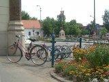 Korlát és kerékpártároló